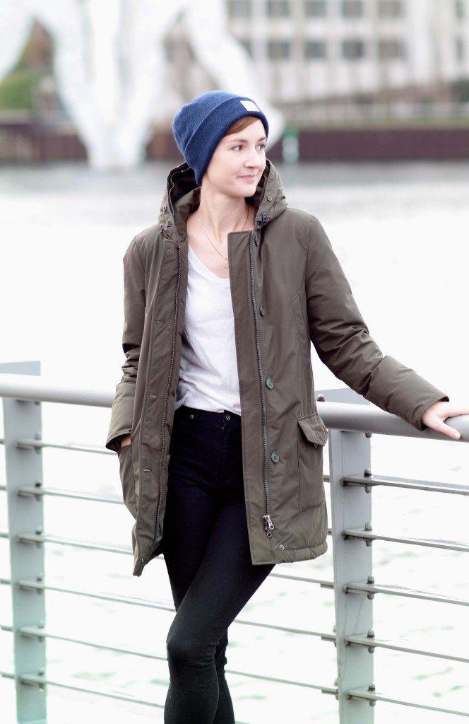 Outfit mit Parka und Mütze