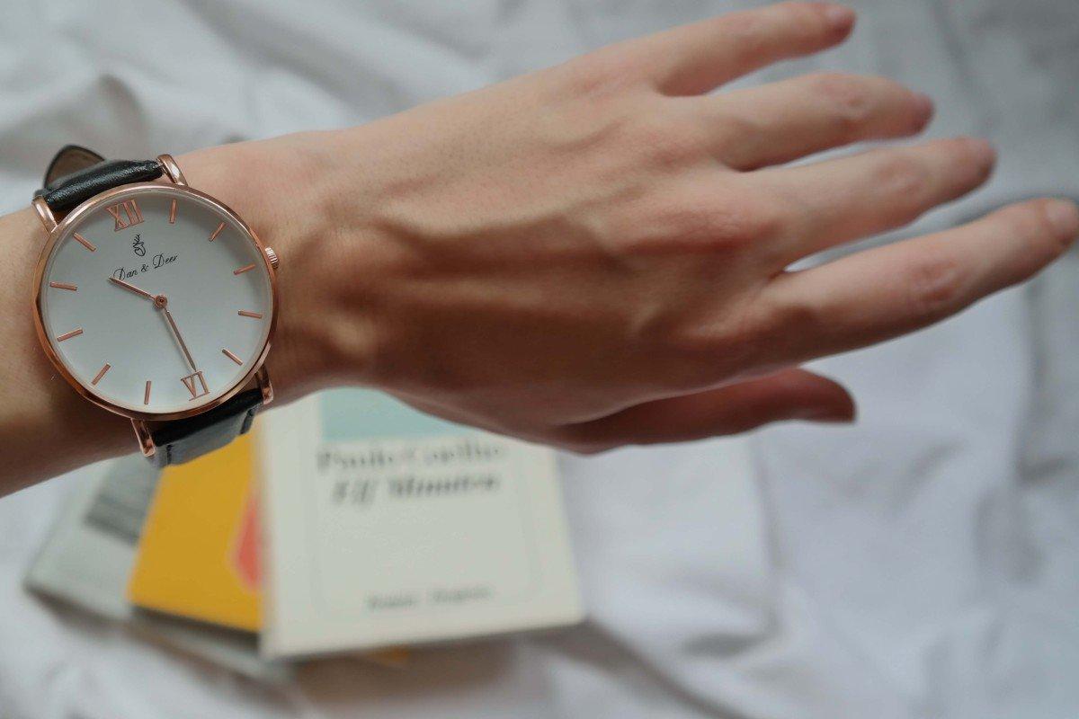 Detailaufnahme Armbanduhr von Dan & Deer