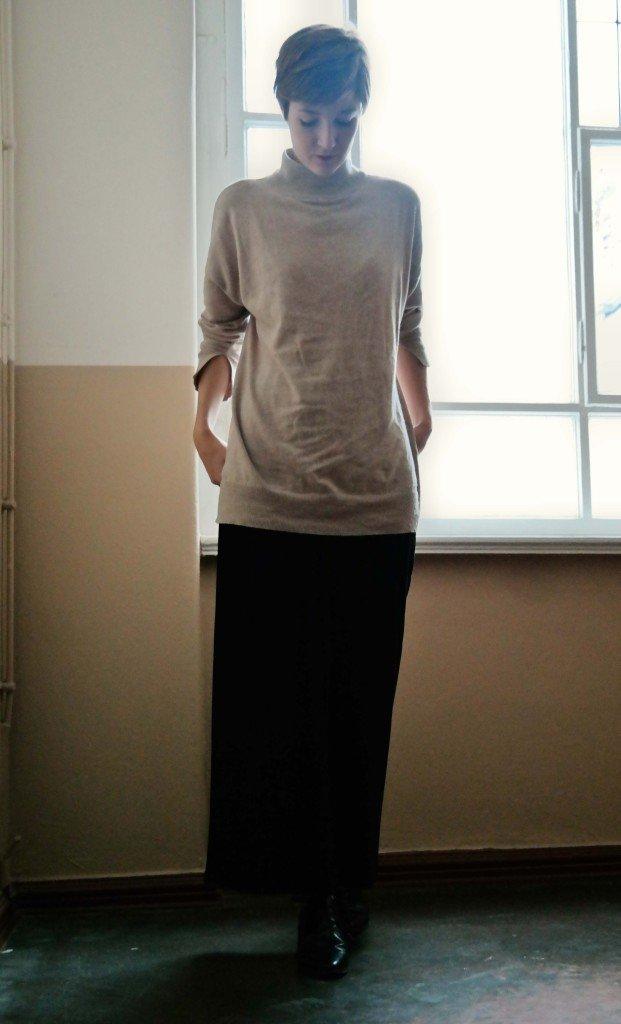Outfit Culotte aus Plissée und Rollkragenpullover