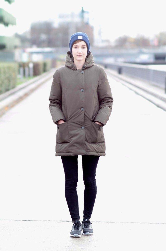 Outfit mit Mütze, Parka und Nike Air Max