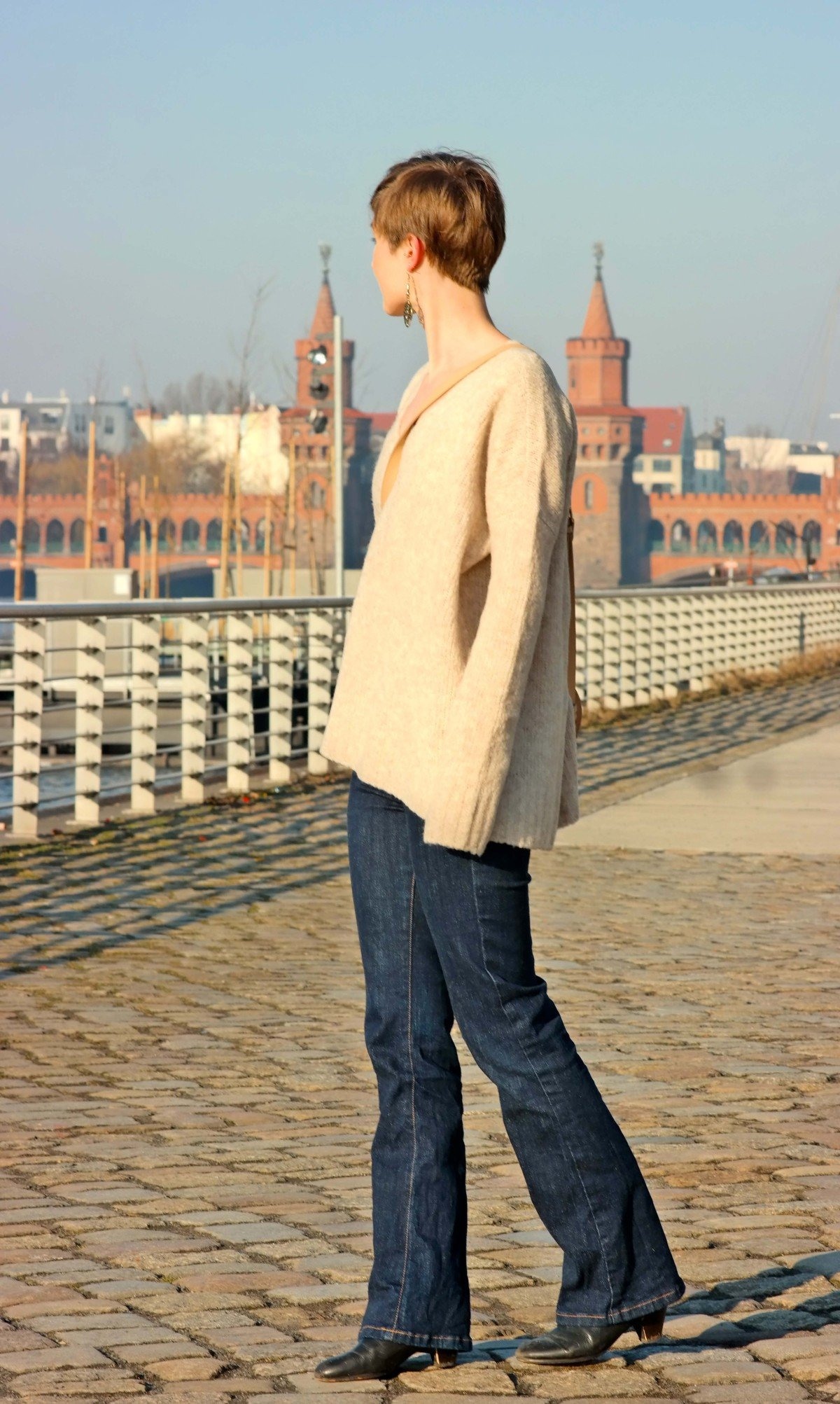 Outfitfoto mit Pullover von Edited x Lena Terlutter