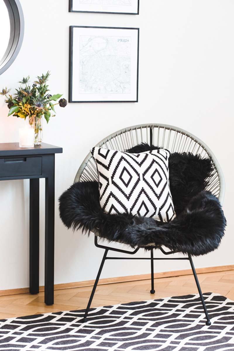 Kissen und Sessel im Monochrome Trend