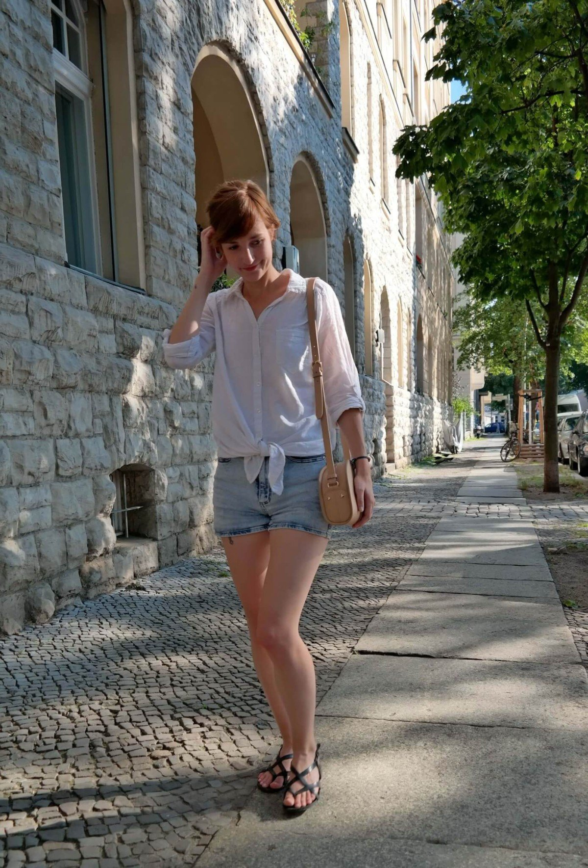 Outfit mit Shorts und Bluse