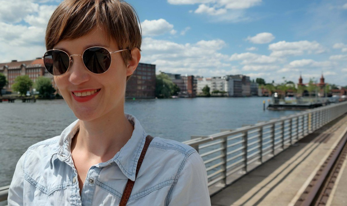 Porträt mit runder Sonnenbrille von H&M