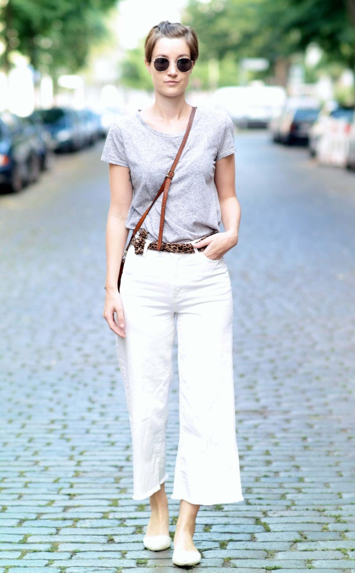 Outfit mit weißer Culotte und grauem Shirt