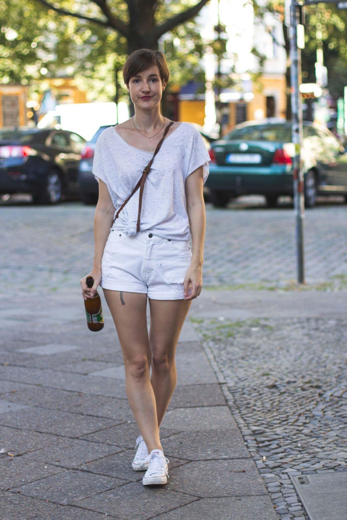 Outfit mit weißer Shorts von Cheap Monday