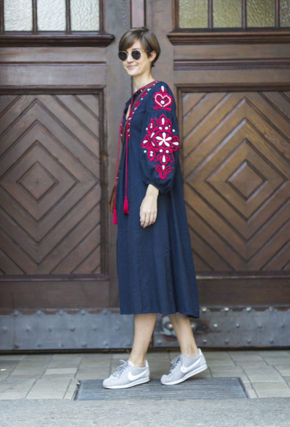 Seitenansicht mit Kleid von Zara
