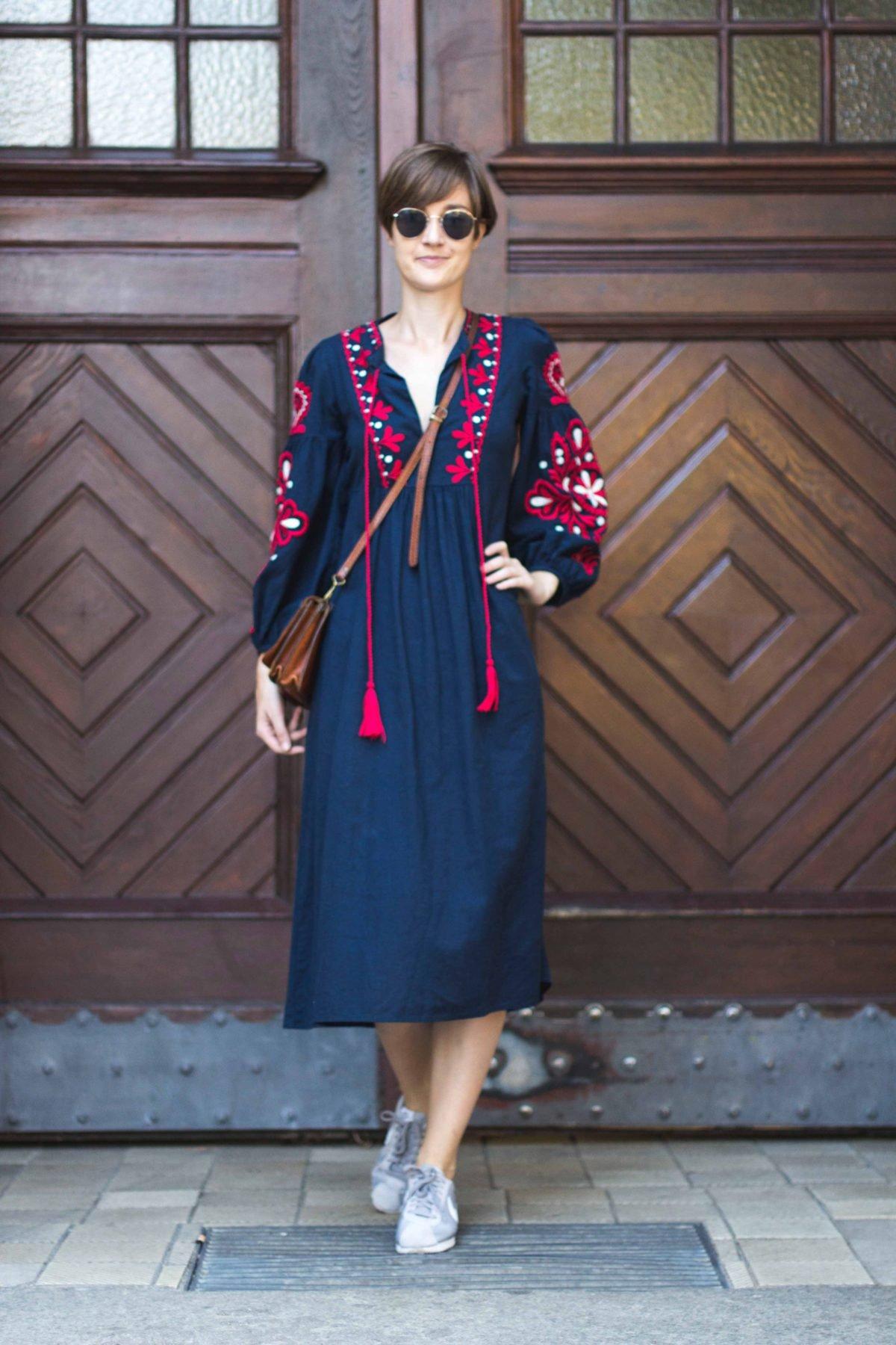 Outfit mit besticktem Kleid von Zara