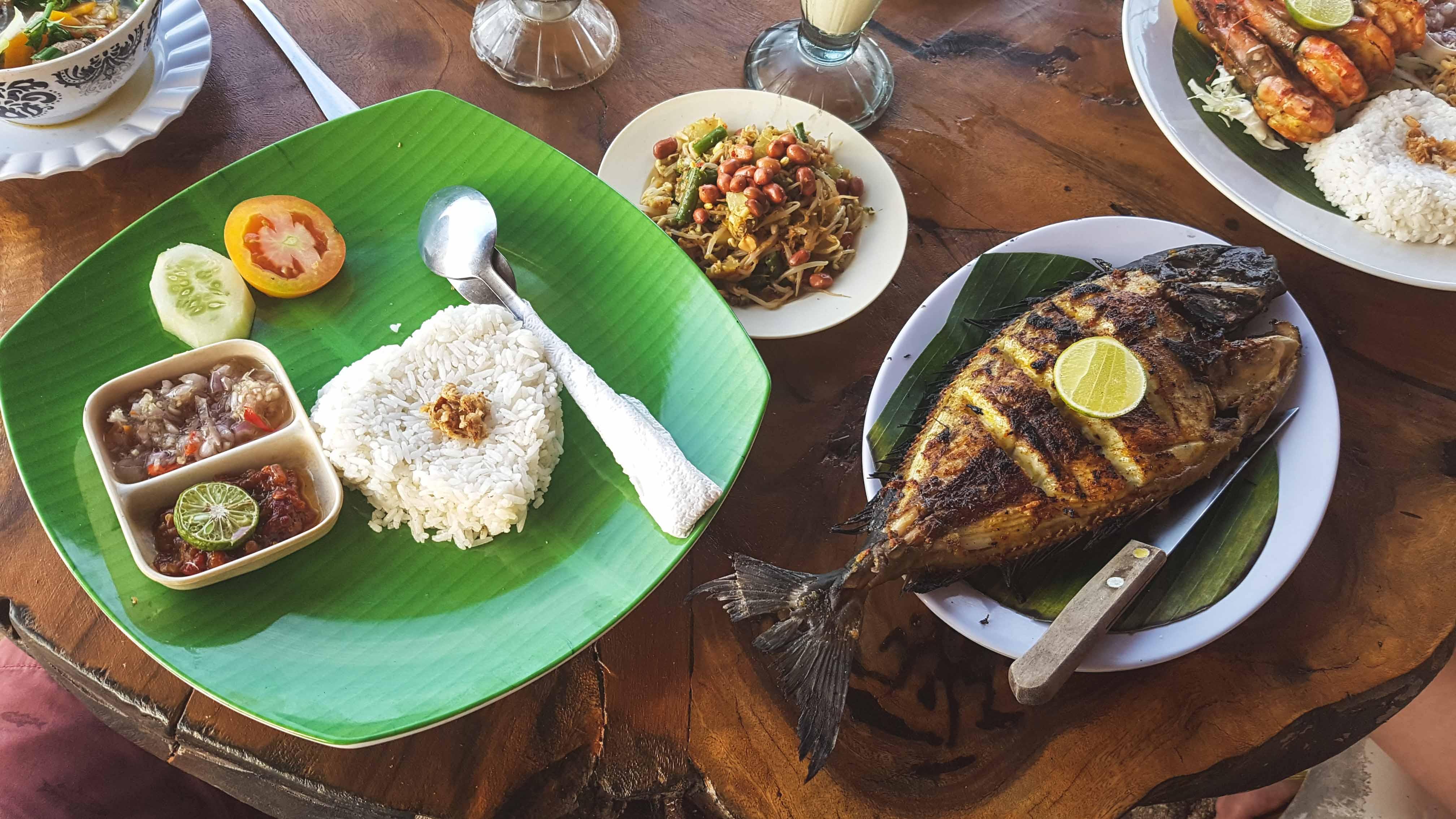 Essen im Warung Bambu auf Nusa Lembongan