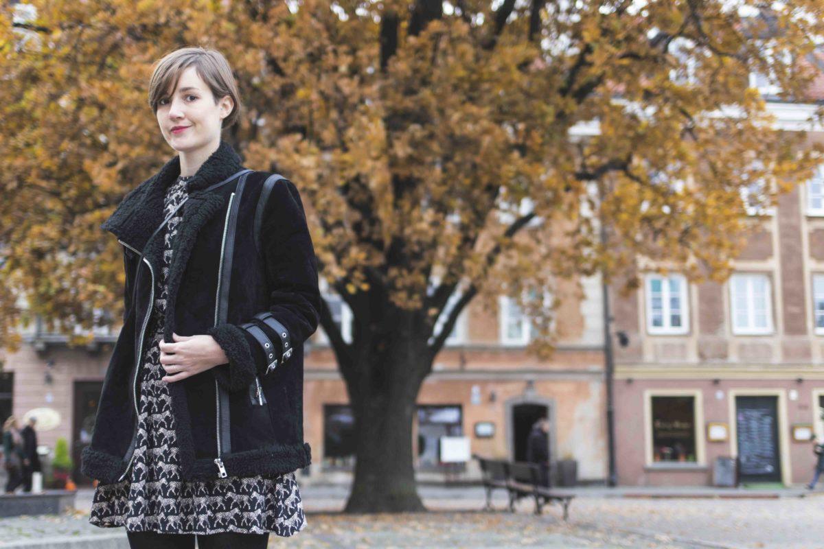 Outfit mit Kleid von & Other Stories und Pilotenjacke von Asos