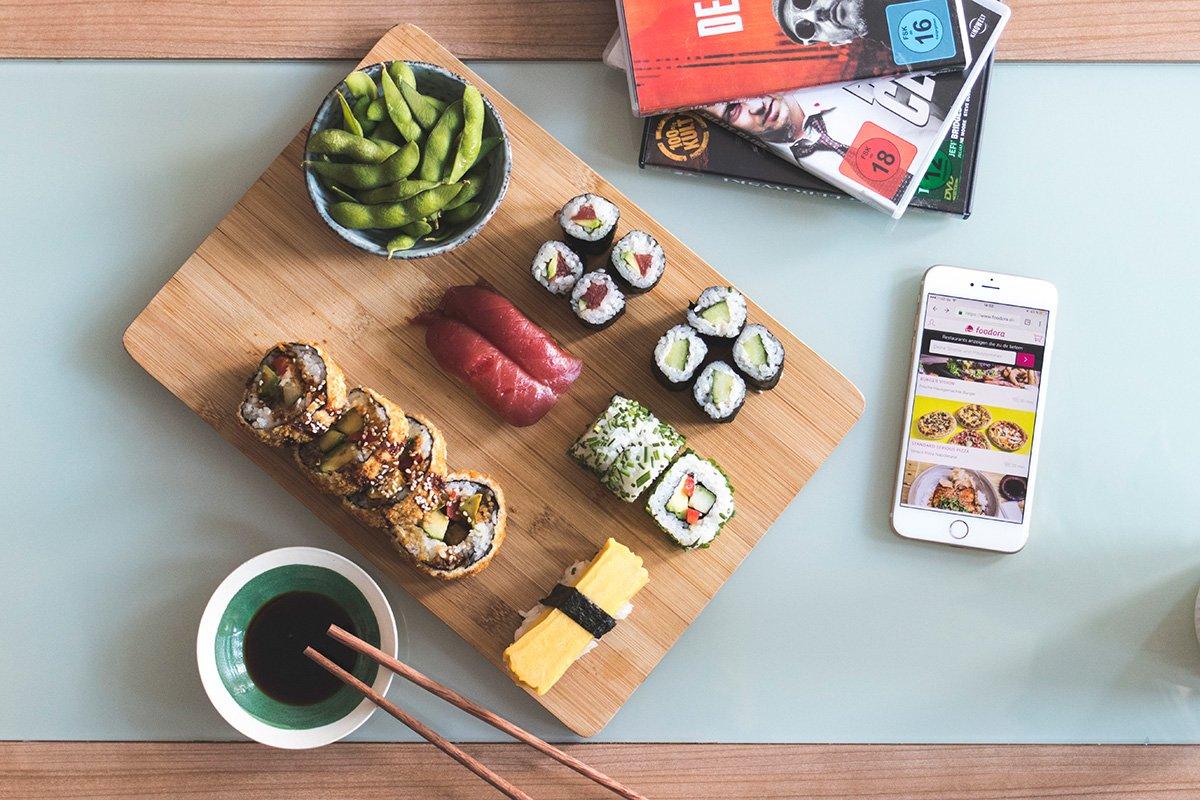 Teaser mit Sushi von Foodora und DVDs