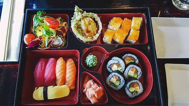 Sushiplatte im Kiku Sushi Warschau