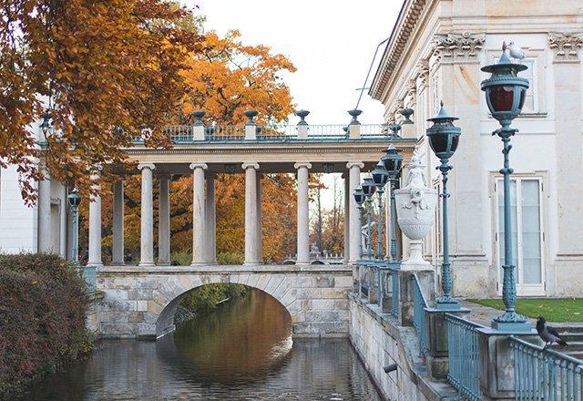 Säulengang des Wasserschlosses in Warschau