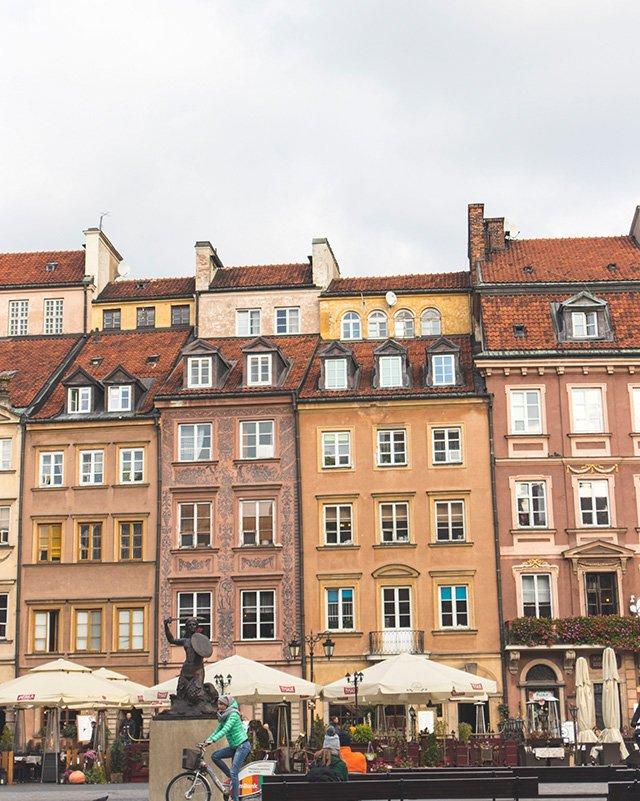 Häuserfront am alten Marktplatz in Warschau