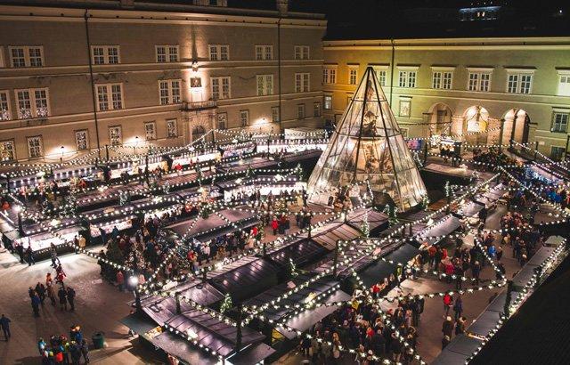 Christkindlmarkt in Salzburg von oben
