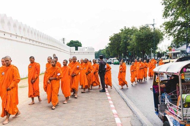Mönche am Königspalast in Bangkok