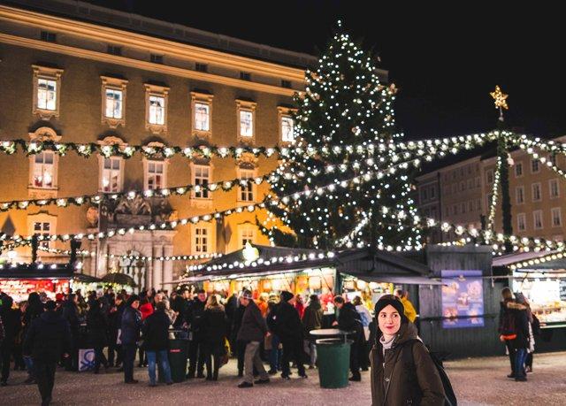 Porträt auf dem Christkindlmarkt in Salzburg