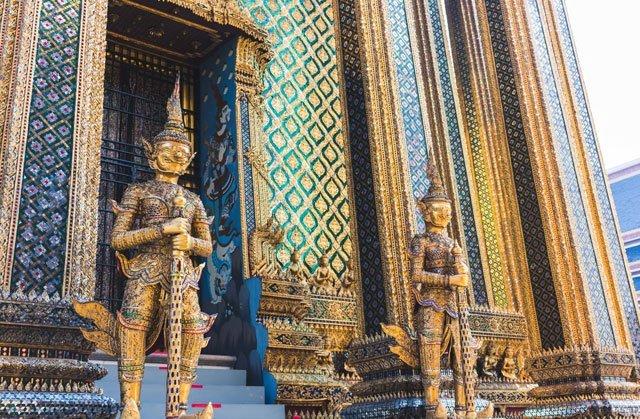 Wächter im Wat Phra Kaeo Tempel in Bangkok