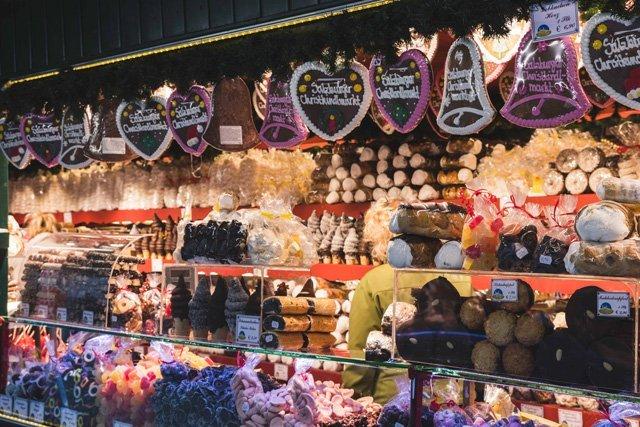 Süßigkeiten auf dem Christkindmarkt in Salzburg