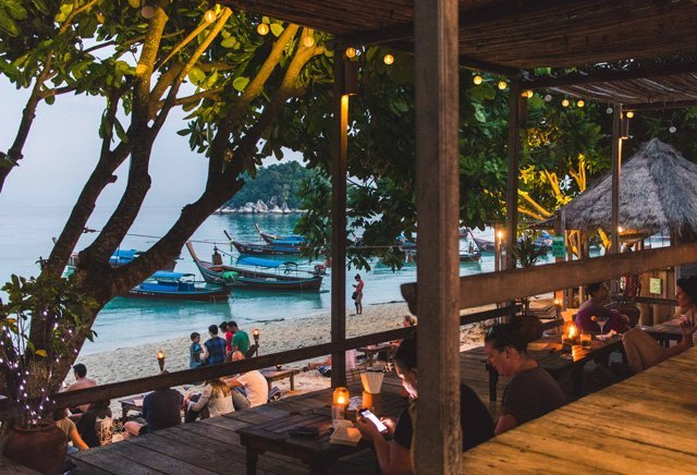 Cast Away Restaurant am Sunrise Beach auf Ko Lipe