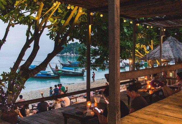 Cast Away Restaurant am Sunrise Beach auf Ko Lipe