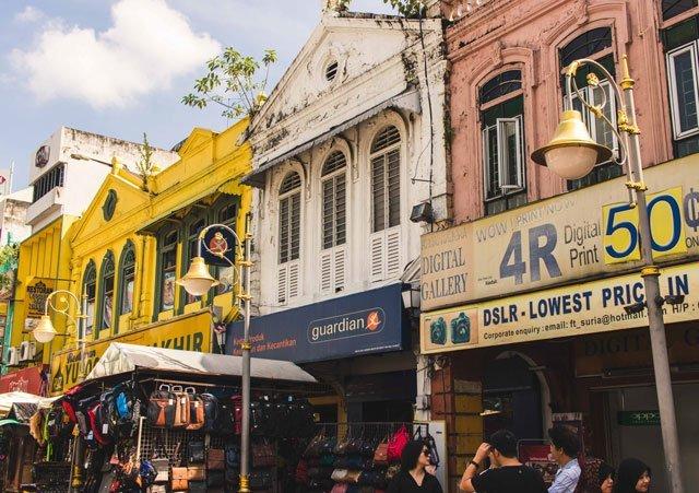 Häuserreihe im Kolonialstil in Kuala Lumpur