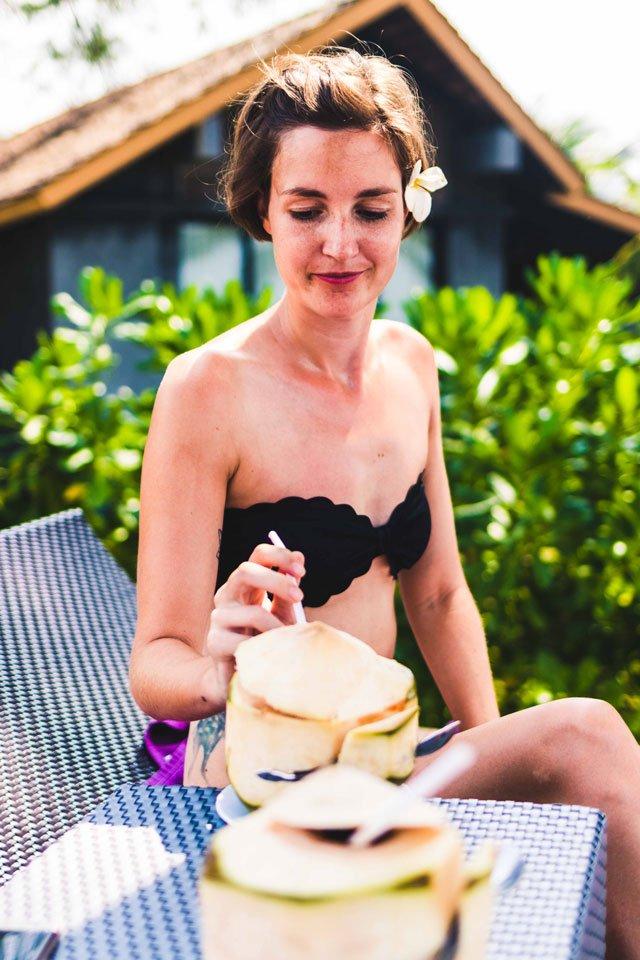 Kokosnuss trinken auf Koh Lanta