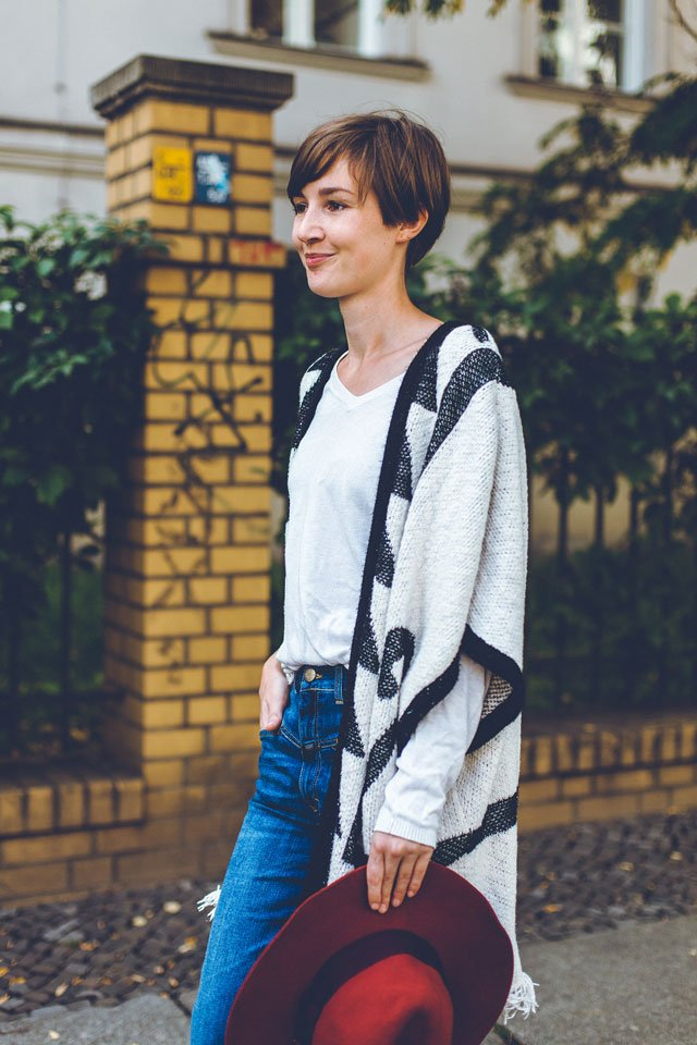 Outfit mit Poncho von Edited the label