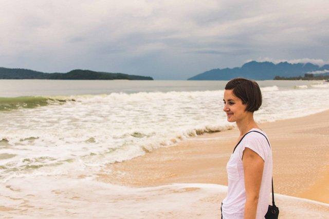 Spaziergang am Pantai Tengah auf Langkawi