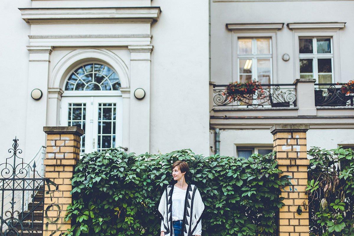 Outfit mit Poncho - Teaserbild für So findest du deinen Modestil