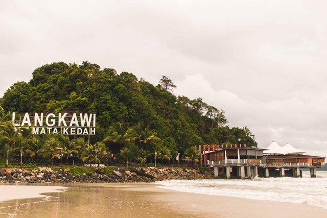 """Restaurant und Bar """"The Cliff"""" auf Langkawi von außen"""