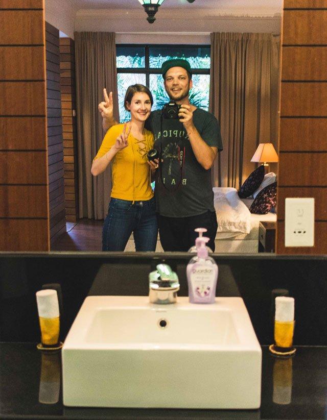 Spiegelselfie im Badezimmer der Villa Molek auf Langkawi