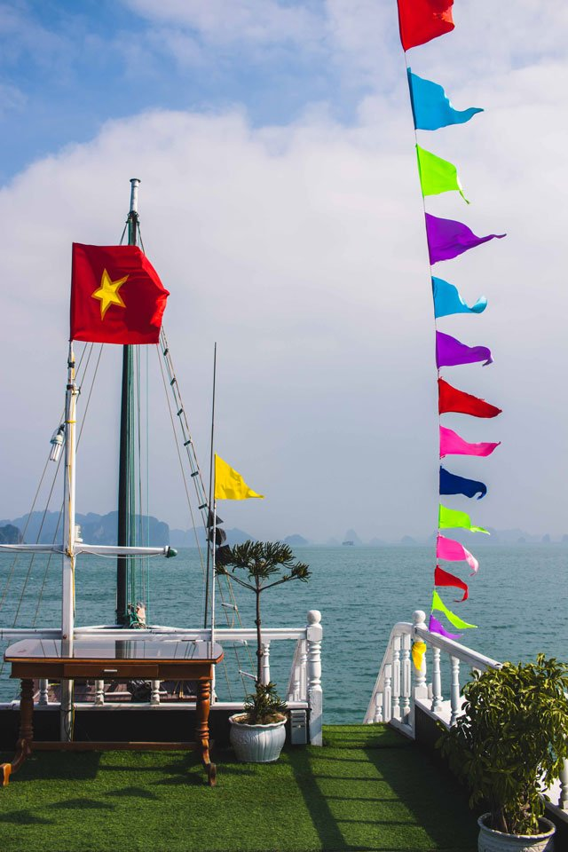 Auf Deck bei Swan Cruises in der Bay Tu Long Bay Vietnam