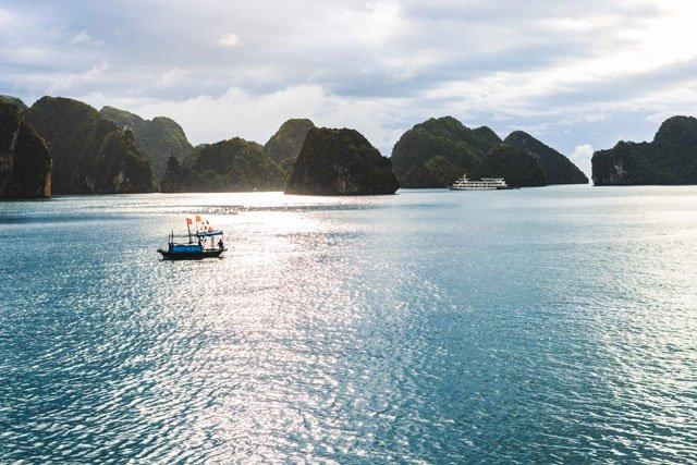 Boote in der Bay Tu Long Bay
