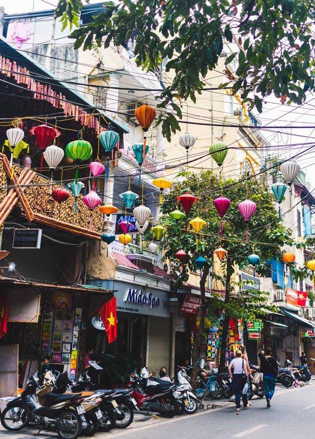 Lampions in der Altstadt von Hanoi
