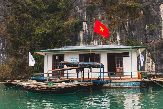 Haus im Floating Village in der Bay Tu Long Bay