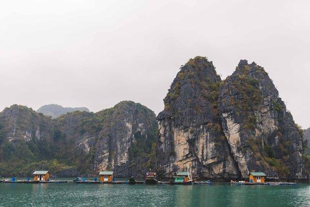 Schwimmendes Dorf in der Bay tu Long Bucht
