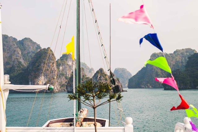 An Bord bei Swan Cruises in der Bay Tu Long Bay