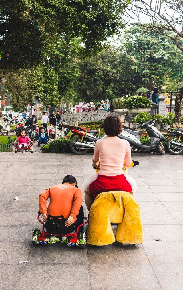 Familie an Neujahr in Hanoi