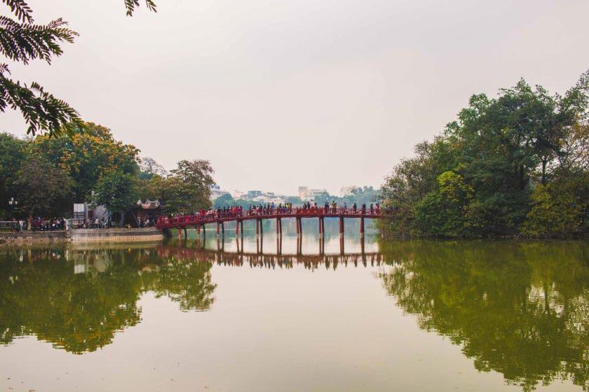 The Huc Brücke in der Altstadt von Hanoi