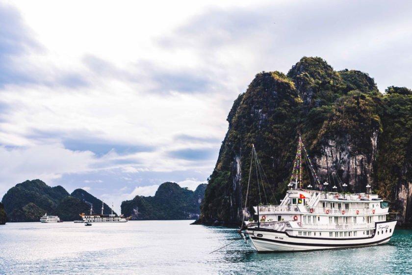 Tour mit Swan Cruises durch die Bay Tu Long Bay