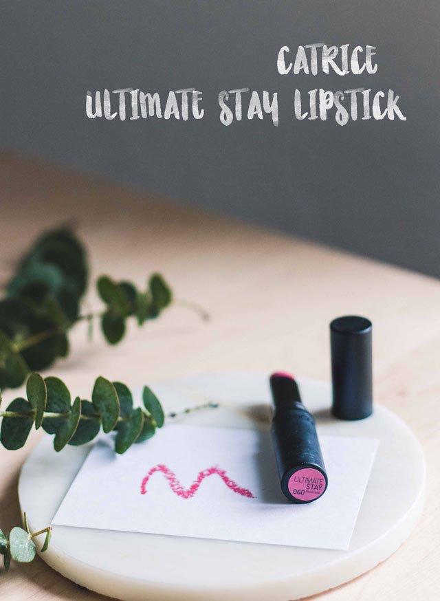 Ultimate Stay Lipstick von Catrice in der Farbe Floral Coral