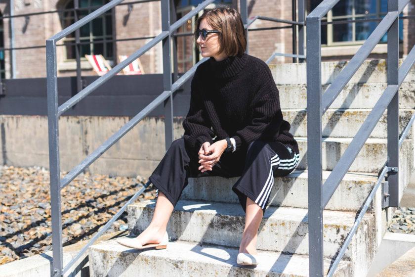 Outfit mit Trakpants von Adidas