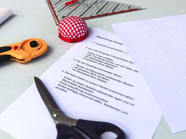 Anleitung für Nähkurs in Blindenschrift und normaler Schrift