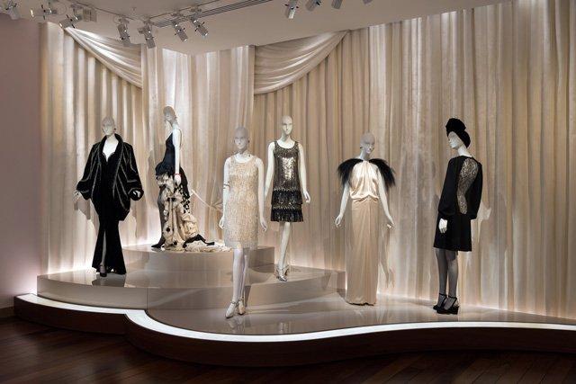 20er Jahre Roben im Musée Yves Saint Laurent