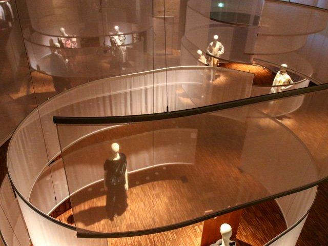 Blick von oben auf die Ausstellung