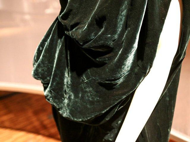 Detail Samtkleid aus der Fairytale Kollektion