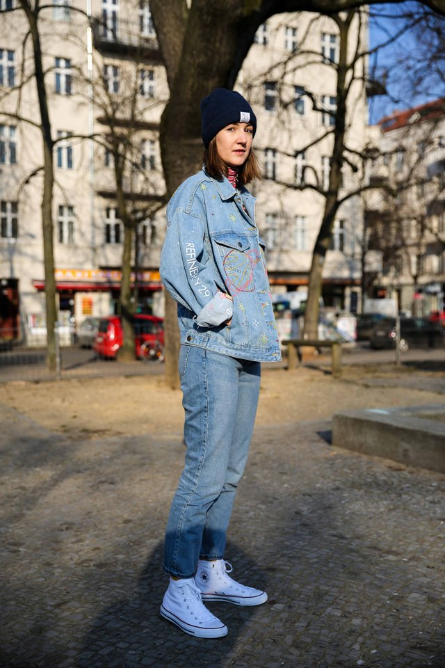 Outfit mit Jeans und Jeansjacke