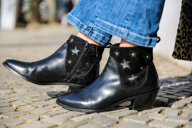Schwarze Boots aus Leder mit Sternen