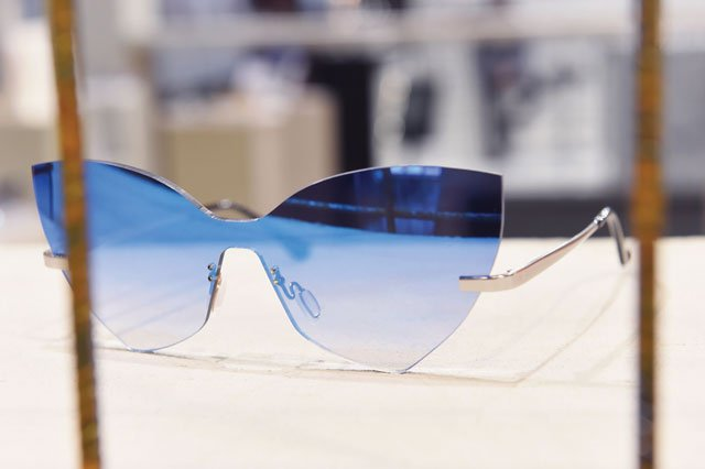 Cateye Sonnebrille mit blauen Gläsern